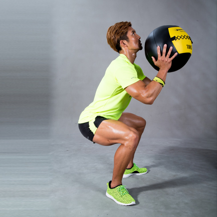 ウォールボール 10kg ブラック×イエロー トレーニング1