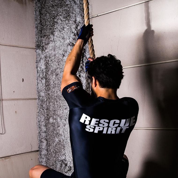 上半身の筋肉に強烈な刺激を与えて発達させるトレーニング