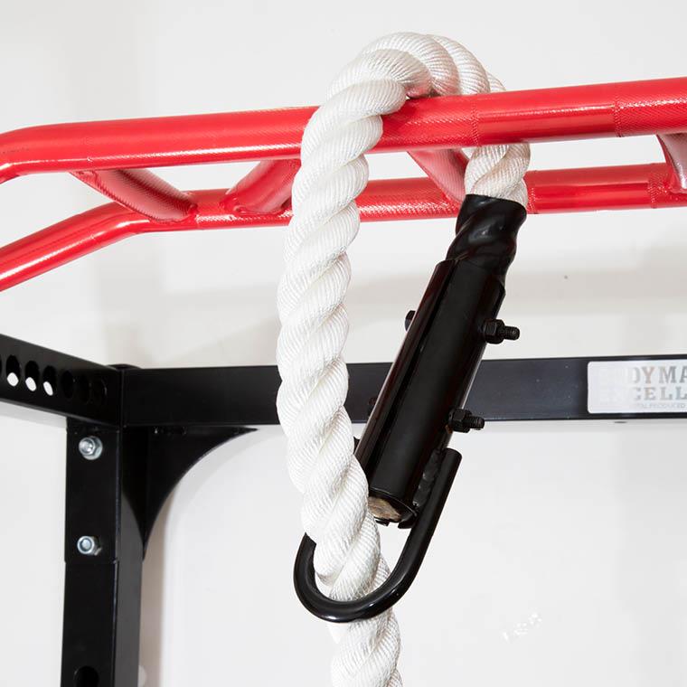 ロープの取り付けはループホールにロープを通すだけで簡単に設置できます。